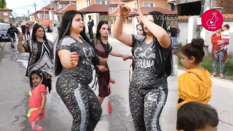 حفل عائلي والرقص في الشارع Part 1