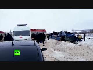 В Калужской области перевернулся автобус с детьми — видео с места аварии