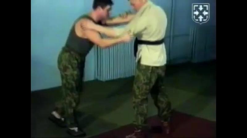 Страховки подвороты ВДВ России десантура рукопашный бой спецназа обучение приемы видео урок