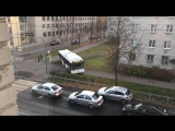 Водитель автобуса в Петербурге срезал по тротуару (16.10.2018)