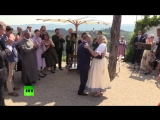 Putin dances, speaks German at Austrian FM's wedding
