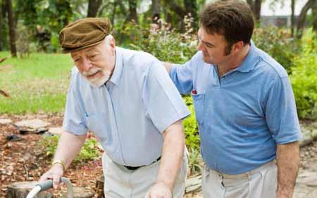 Физиотерапевты могут специализироваться на уходе за пожилыми людьми.
