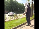 """Юрий делает газоны в городе за свои деньги. Ему помогает лидер """"Чайфа"""""""