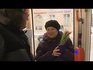 Игорь Корнелюк поздравил петербурженок в общественном транспорте