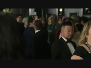 BTS posing on the GRAMMYs red carpet [vk.com/blastn]