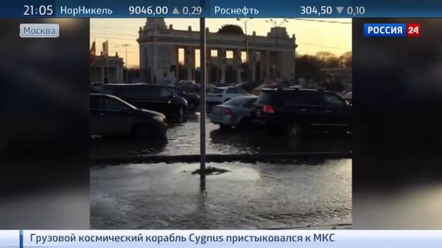 Новости на Россия 24 • Движение в центре Москвы ограничено из за прорыва трубы
