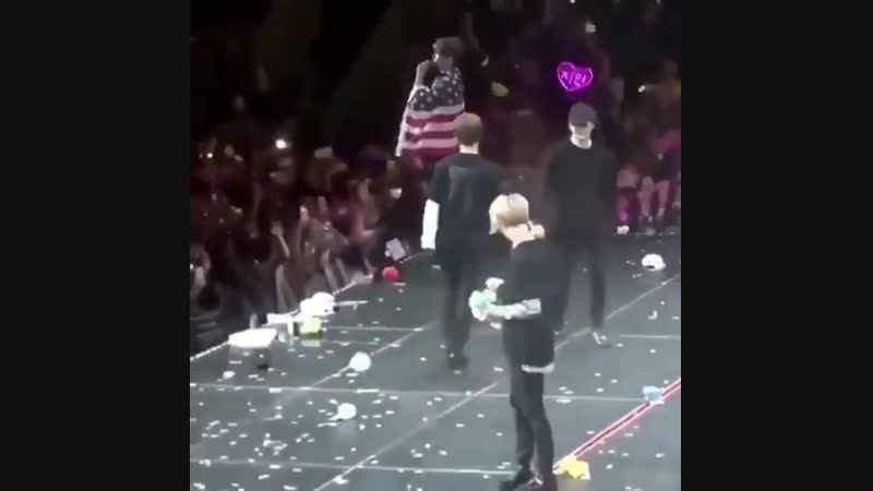 IM SO SAD PLS LOOK AT HOSEOK SJSJS HE WAY HE THREW THAT BALL TO JOON AND HE DIDNT EVEN CAR