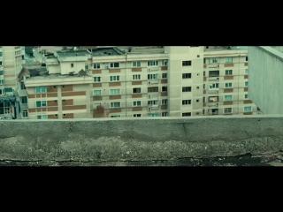 За Лейто пришли бандиты к нему домой - 13-й район (2004) - Момент из фильма