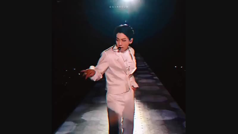 какой-то кореец в белом кек