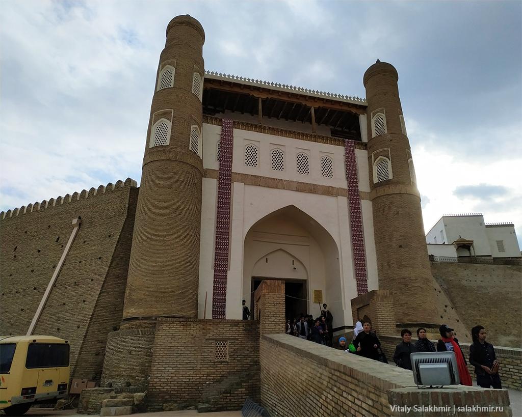 Вход в крепость Арк, Бухара 2019