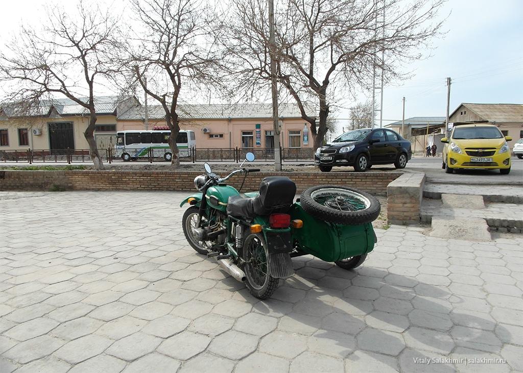 Мотоцикл в Бухаре, Узбекистан 2019