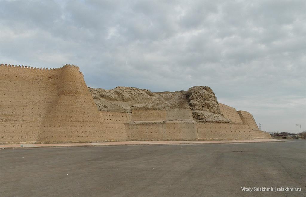 Посыпавшаяся стена Арка, Бухара 2019, Узбекистан