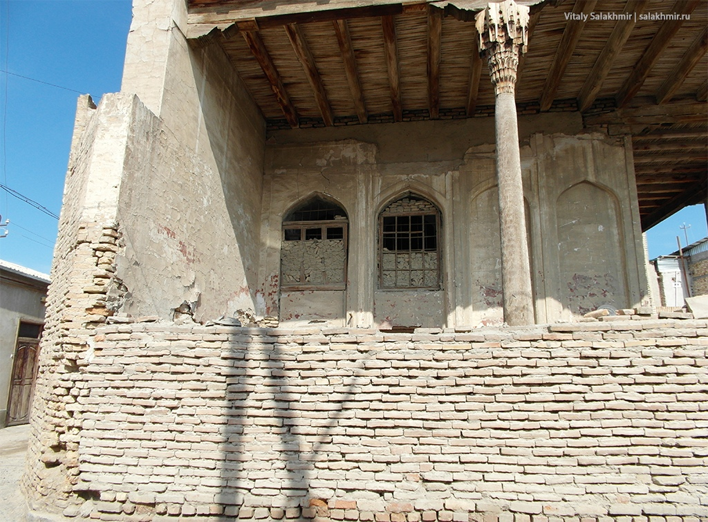 Разрушенное здание, Бухара 2019