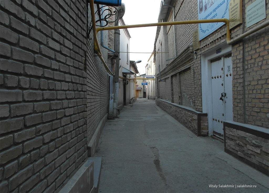 Чистая улочка, Бухара, Узбекистан 2019