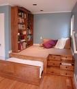 Подиум для отдыха и чтения, книжные полки, комод и кровать - в одной упаковке