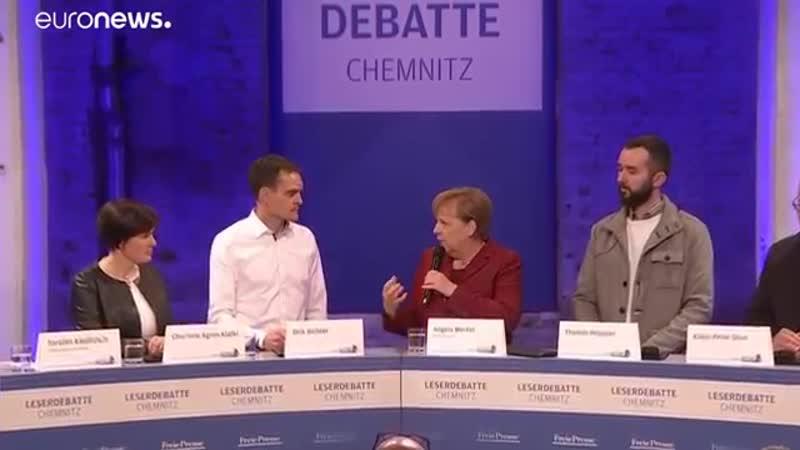 """Merkel in Chemnitz- """"Entschuldigung- wann treten Sie zurück-"""""""