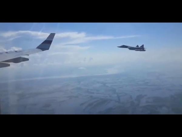 Самолёт Путина сопровождают истребители Су 57 Putin's plane was escorted su 57