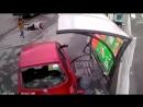 Женщина за рулем проехалась по пешеходам на автобусной остановке