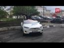 Тесла танцует на автопробеге электрокаров