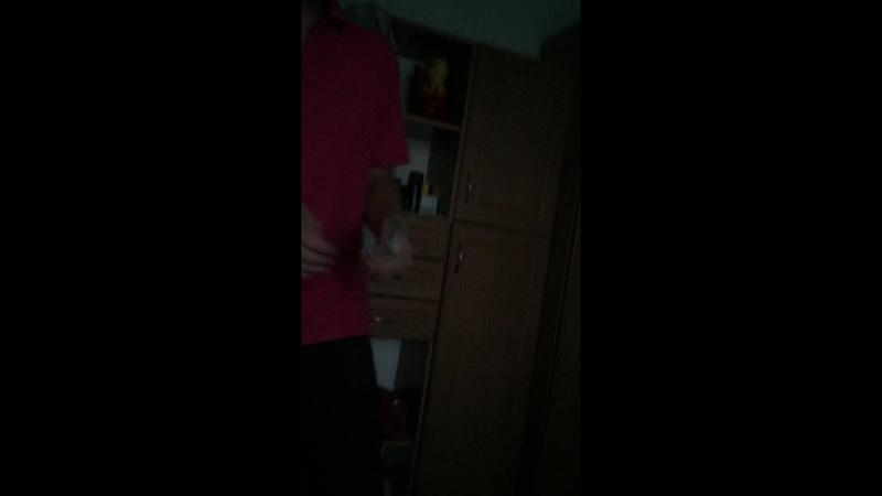 Филси флексит гривнями в розовом поло Дема$ика
