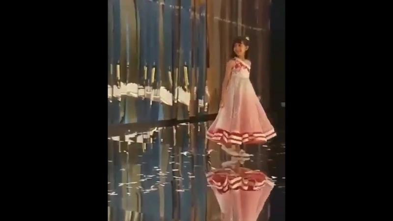 Аарадья и Ее мама Айшвария Рай Баччан на показе мод Маниш Малхотрой