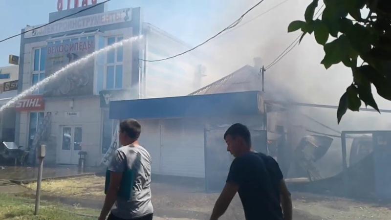 Пожар в доме по соседству с магазином