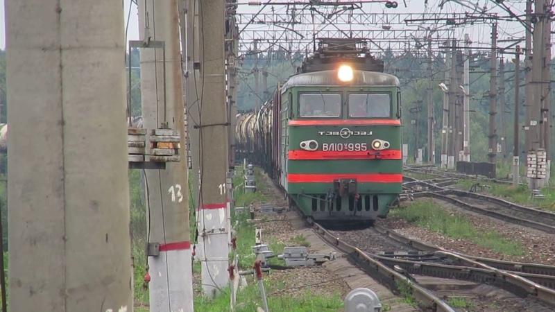 Электровоз ВЛ10У-995 с грузовым поездом платформа Посёлок Киевский 16.07.2018