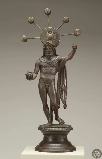 Неизвестный прибор на древней статуэтке Эта бронзовая статуэткагалльскогобога Суцелла находится в Художественной галерее Уолтерса в Балтиморе (США). Найдена она была во Франции, датируется