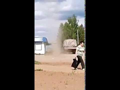 Гигантский СМЕРЧ уничтожает город КОТЛАС Giant TORNADO destroys the town of KOTLAS