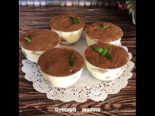 Быстрый десерт к чаю (ингредиенты указаны в описании видео)