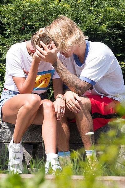 Недавно женившийся Джастин Бибер лечится от депрессии По словам инсайдеров, 24-летний Джастин Бибер в настоящий момент переживает трудный период. Исполнитель пытается справиться с депрессией и