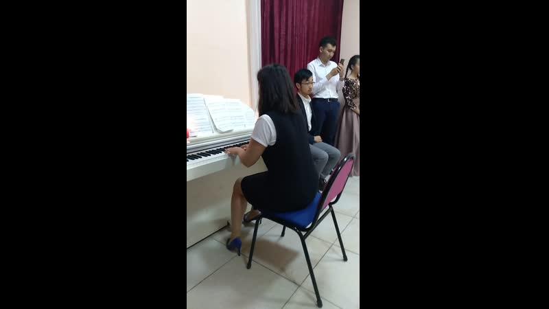 Учительница по скрипке