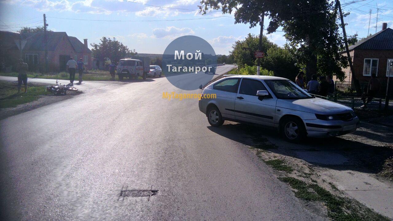 Под Таганрогом «ВАЗ-211230» протаранил скутер, есть пострадавший несовершеннолетний