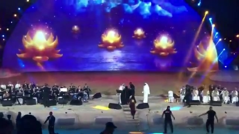 замоташка в саудии, домогалась артиста на сцене