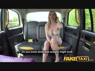 Порно оргия в такси