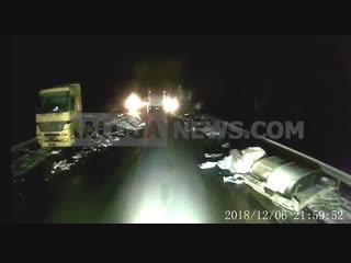 Последствия жесткого ДТП в Бабынинском районе. Две фуры, цементовоз и микроавтобус