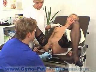 [Gyno-Fetish-Dreams] Девушка на приеме у гинеколога  [Medical Fetish, Gyno Exam, Stockings, Anal Checkup, Anal Enema]