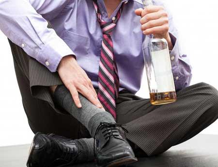 Употребление слишком большого количества алкоголя может вызвать тошноту и рвоту