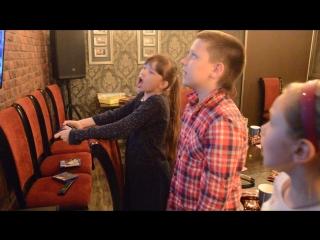 Mortal Combat: Арюха vs. Танюха у Егора на днюхе