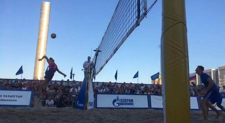 В гала матче Летнего кубка победу в решающей партии одержала команда пляжников Два толстяка