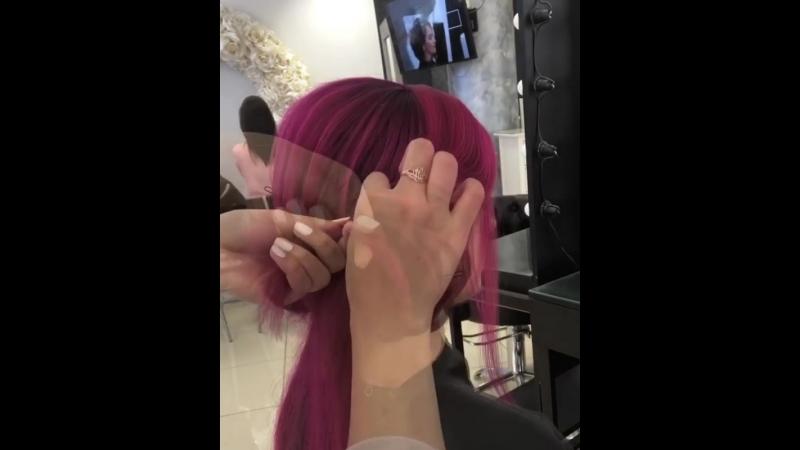 Очень круто!! Цвет волос добавляет шика причёске 👍🏻👍🏻👍🏻