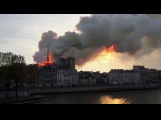 Париж в дыму: загорелся Нотр-Дам-де-Пари!
