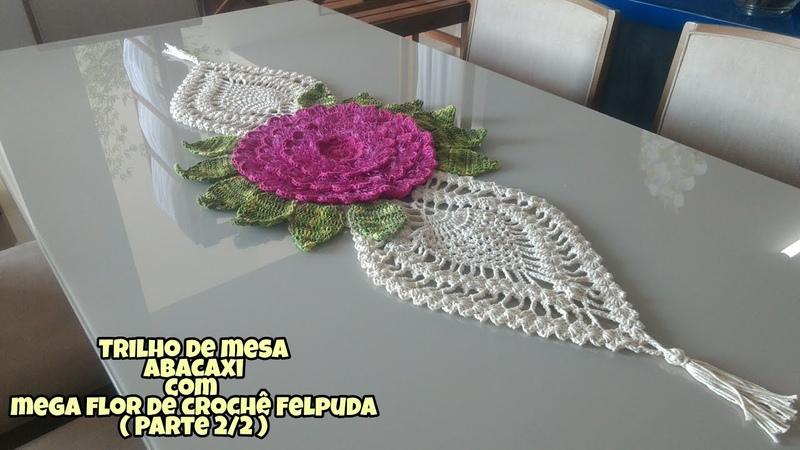 Trilho de mesa abacaxi com mega flor de crochê felpuda ( Parte 2/2 )
