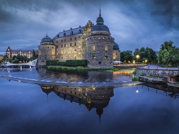 Старинный замок Эребру в Швеции