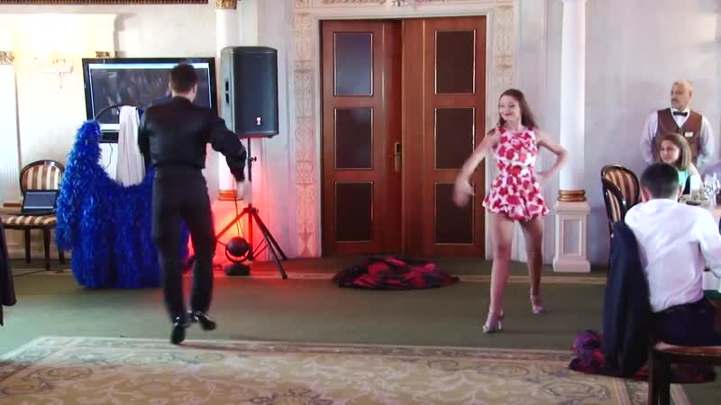 Удивительные танцы с переодеваниями