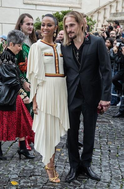Зои Салдана с мужем Сирша РонанТом ХиддлстонСофи Тернер