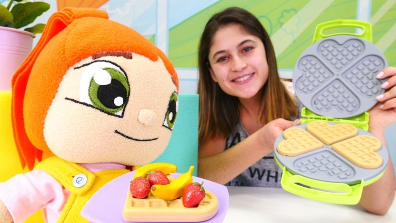 Ayşe Liliye waffle yapıyor! Hamur oyunları