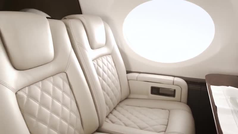 At the top of the air stair, one can turn left or right. In the G500, that decision is just a bit harder. Extraordinary cabin co
