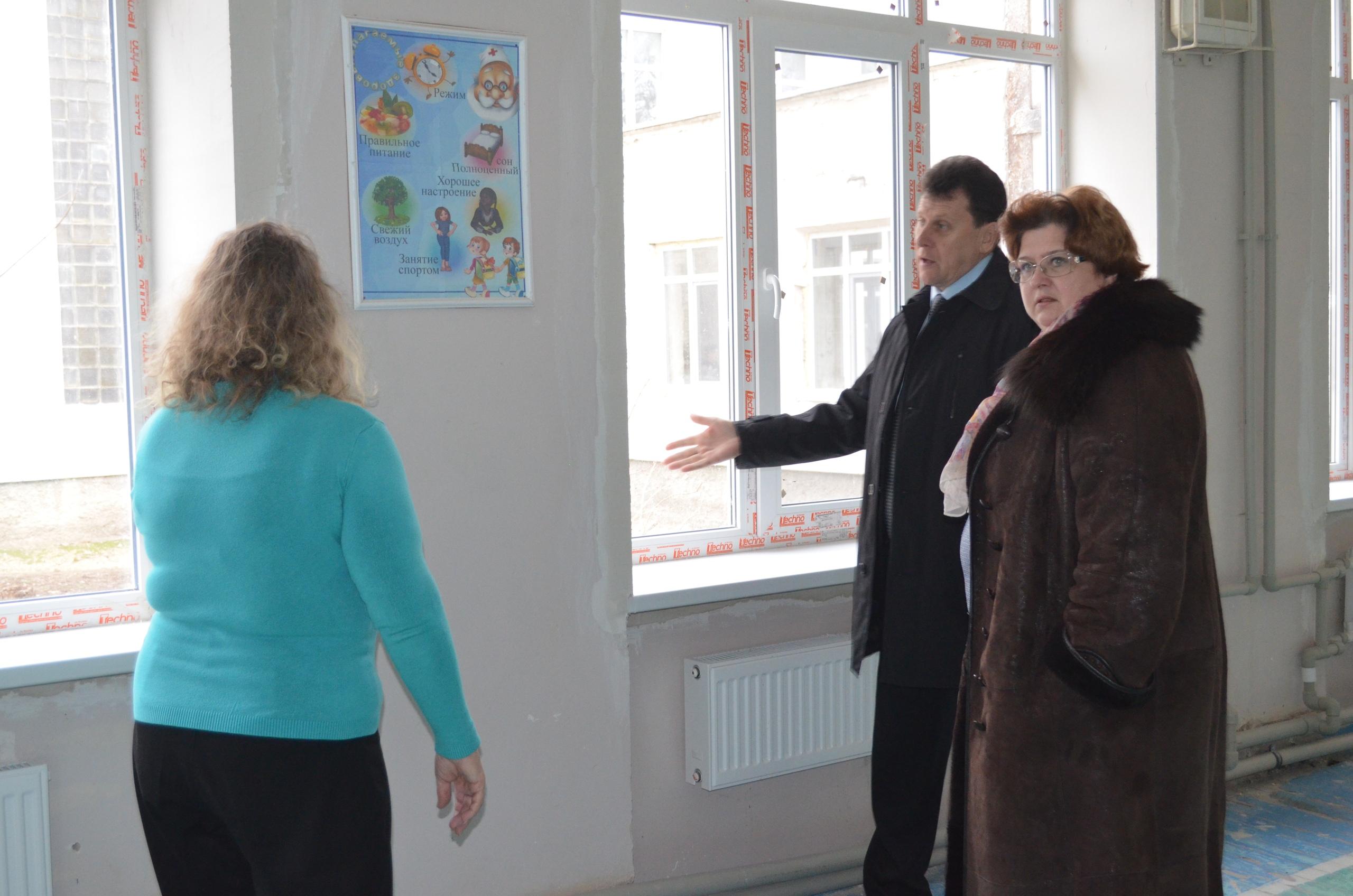 Долгожданный ремонт: в первой школе Армянска ведется замена окон