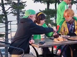 Wonho: svad'ba cherez tri goda, priglasheniya pozzhe pridut. Joohyuki, Hyungwon: Chto? Wonho: chto?
